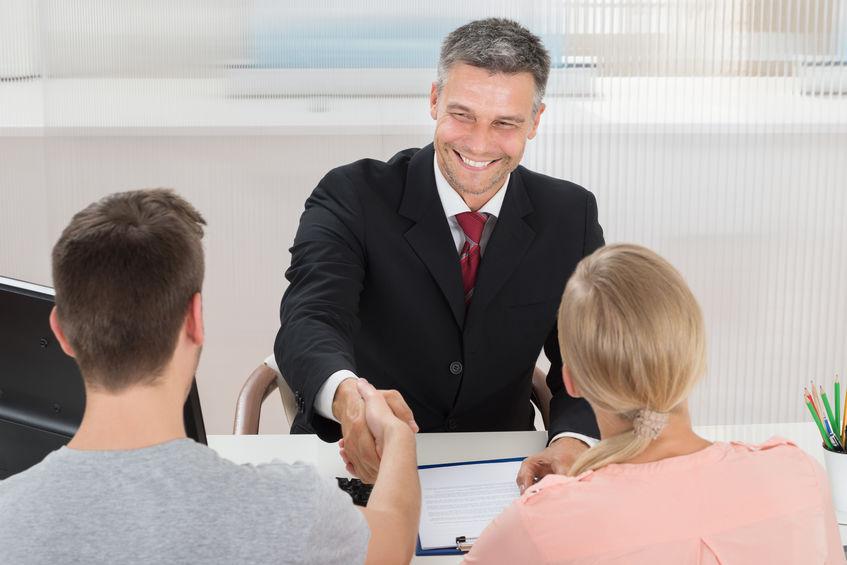 Compte bancaire professionnel: définition, avantages et principe, que retenir?